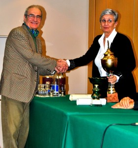 La Dott.ssa Renata D'Ardes consegna a Vanni Novara il Premio Percosi D'Arte 2014